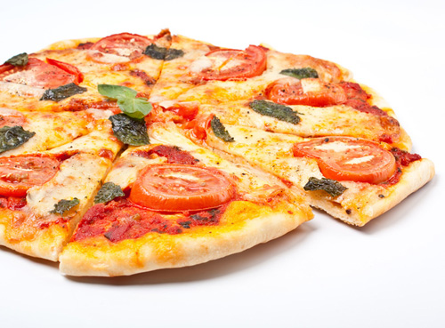 сколько калорий в кусочке пиццы с колбасой и сыром